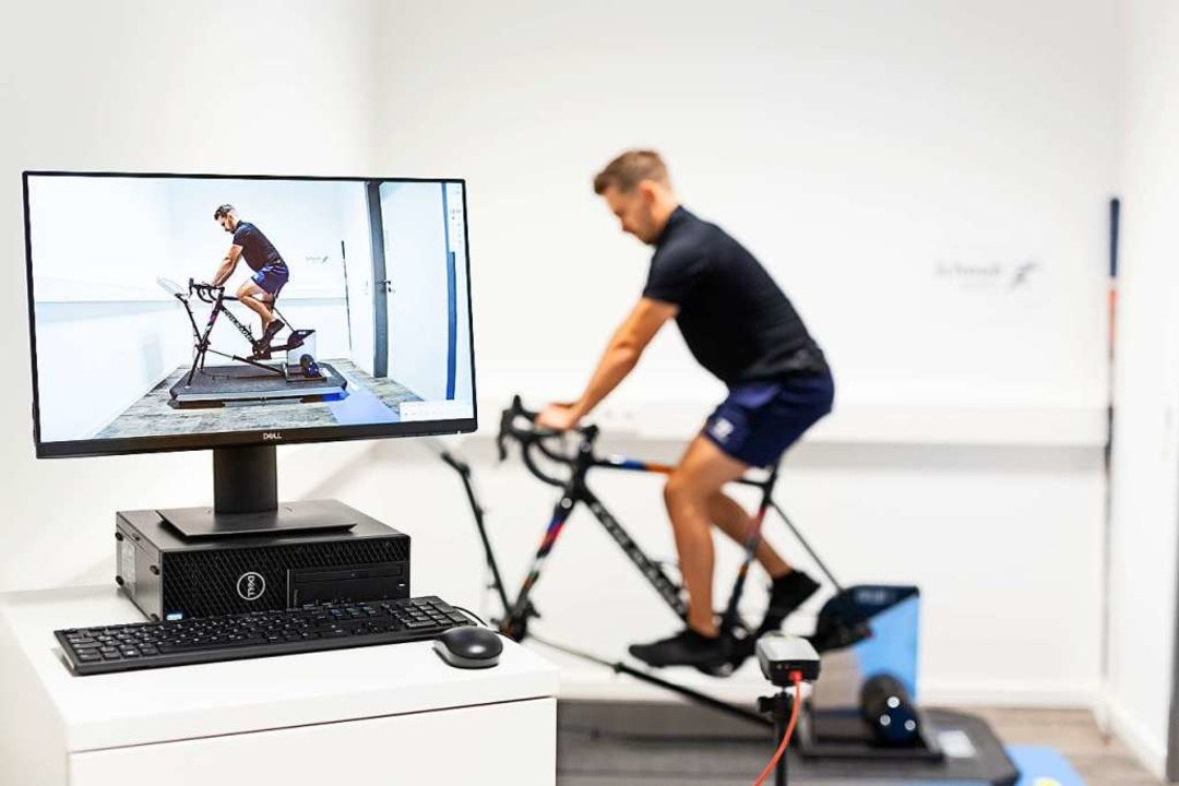 Das Rad-Fitting, bei dem das  jeweils ...mt Mitarbeiter Patrick Kromer (Foto).   | Foto: Firma Schaub