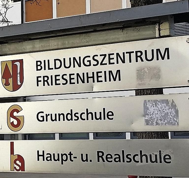 Für die Absolventen geht's in di... Richtung – raus aus der Schule.  | Foto: Bastian Bernhardt