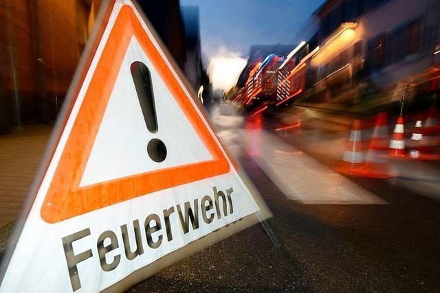 Kind bei Kellerbrand in Freiburg-Haslach leicht verletzt