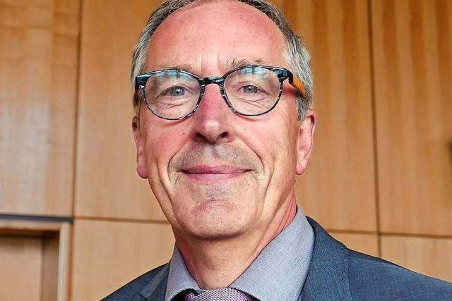 Christoph Huber wird gewählt und kündigt zugleich seinen Rücktritt an