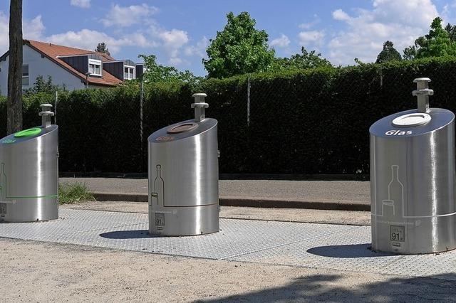 Am Friedhof in Freiburg-Haslach gibt's nun unterirdische Altglas-Container