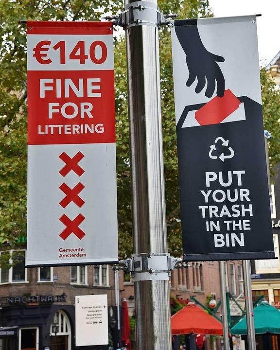 In der niederländischen Stadt Amsterda...ndtsplein vor Strafen für Müllsünder.   | Foto: privat