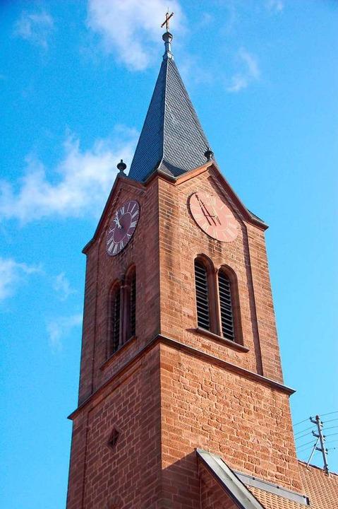 Im Kirchturm der evangelischen Kirche ...tündige Anschlagen der Uhrzeit sorgen.  | Foto: Manfred Frietsch