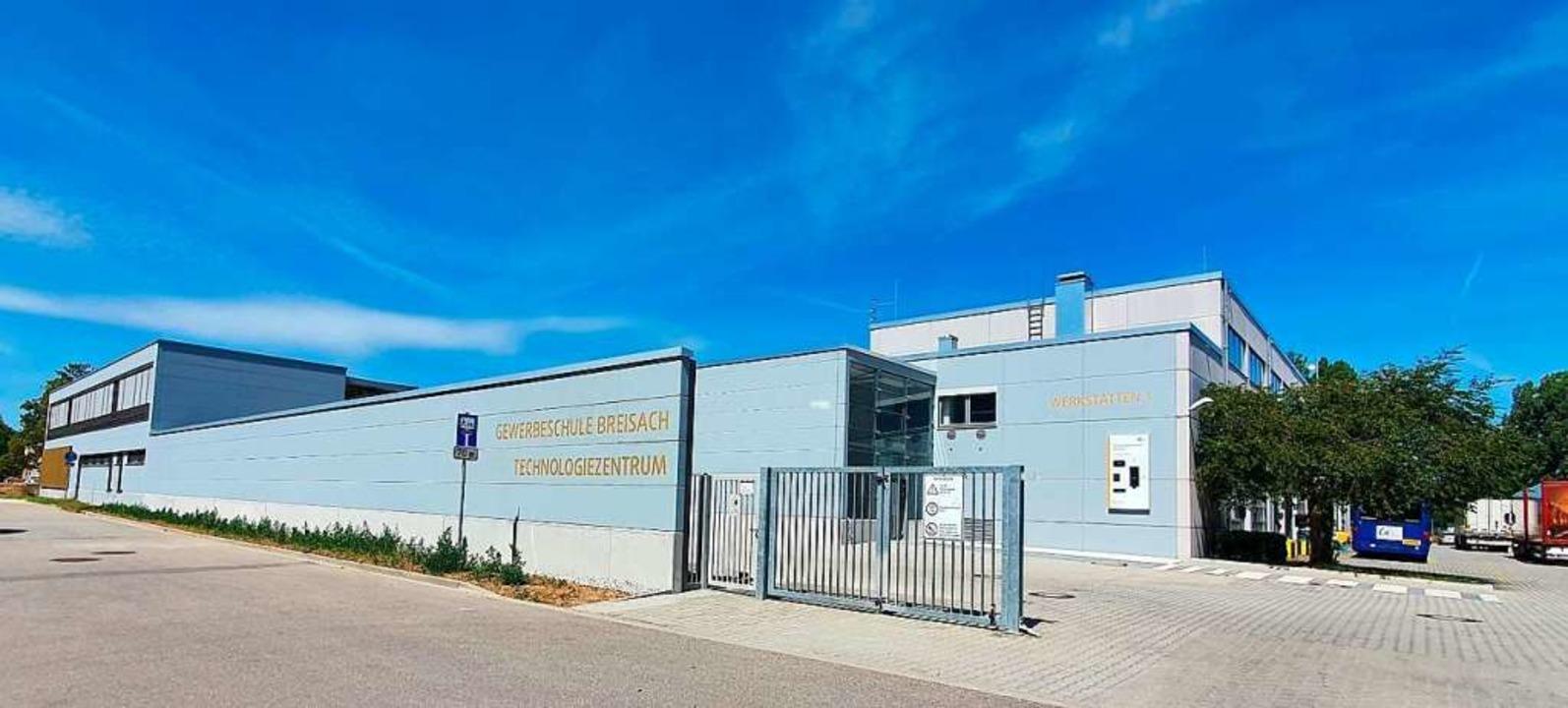 Nach fünf Jahren Bauzeit wurde das Tec...Gewerbeschule Breisach fertiggestellt.    Foto: Julius Wilhelm Steckmeister