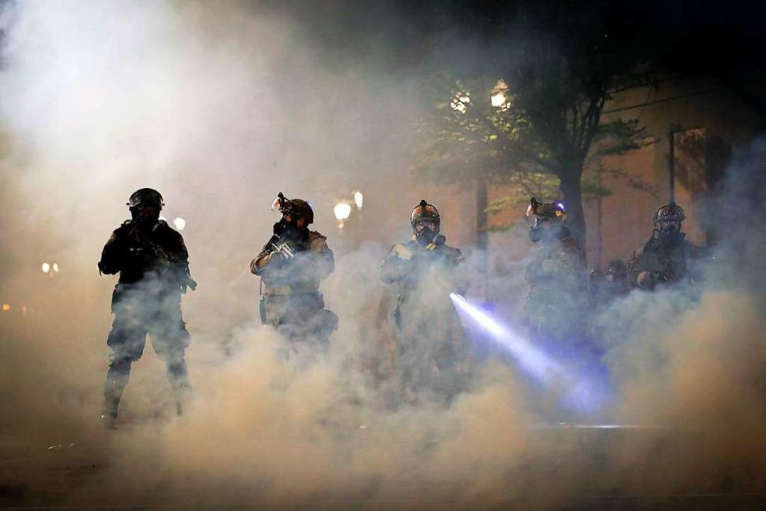 Der Einsatz der Bundespolizisten ist umstritten.  | Foto: Marcio Jose Sanchez (dpa)