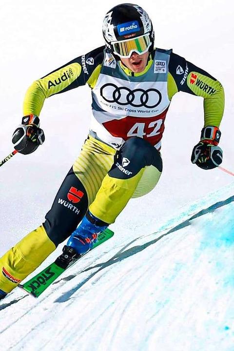 Attacke: Skicrosser Tobias Baur von de...igte im Weltcup bemerkenswerte Rennen.  | Foto: BZ
