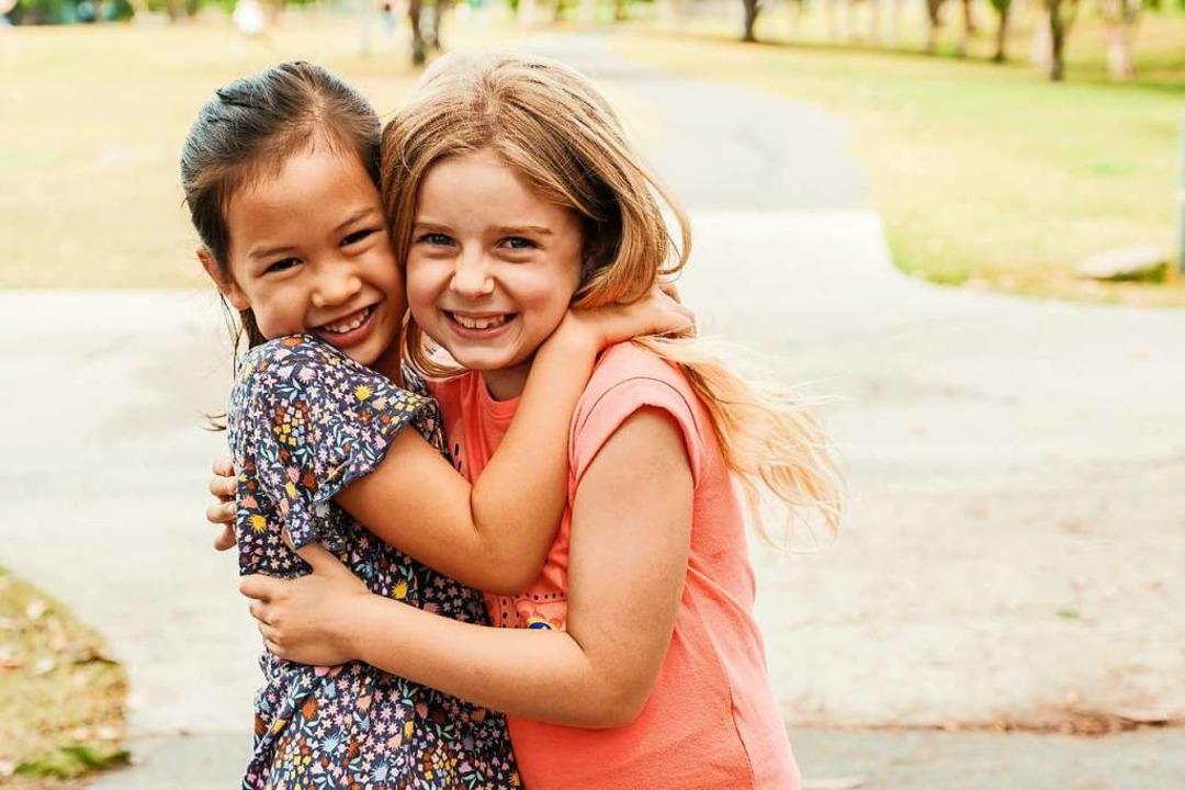 Manchmal hält eine Freundschaft, die in der Kindheit beginnt, ein ganzes Leben.  | Foto: sewcream - stock.adobe.com