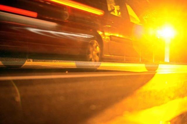 Raser schneidet auf der Autobahn bei Freiburg unbekannten Autofahrer