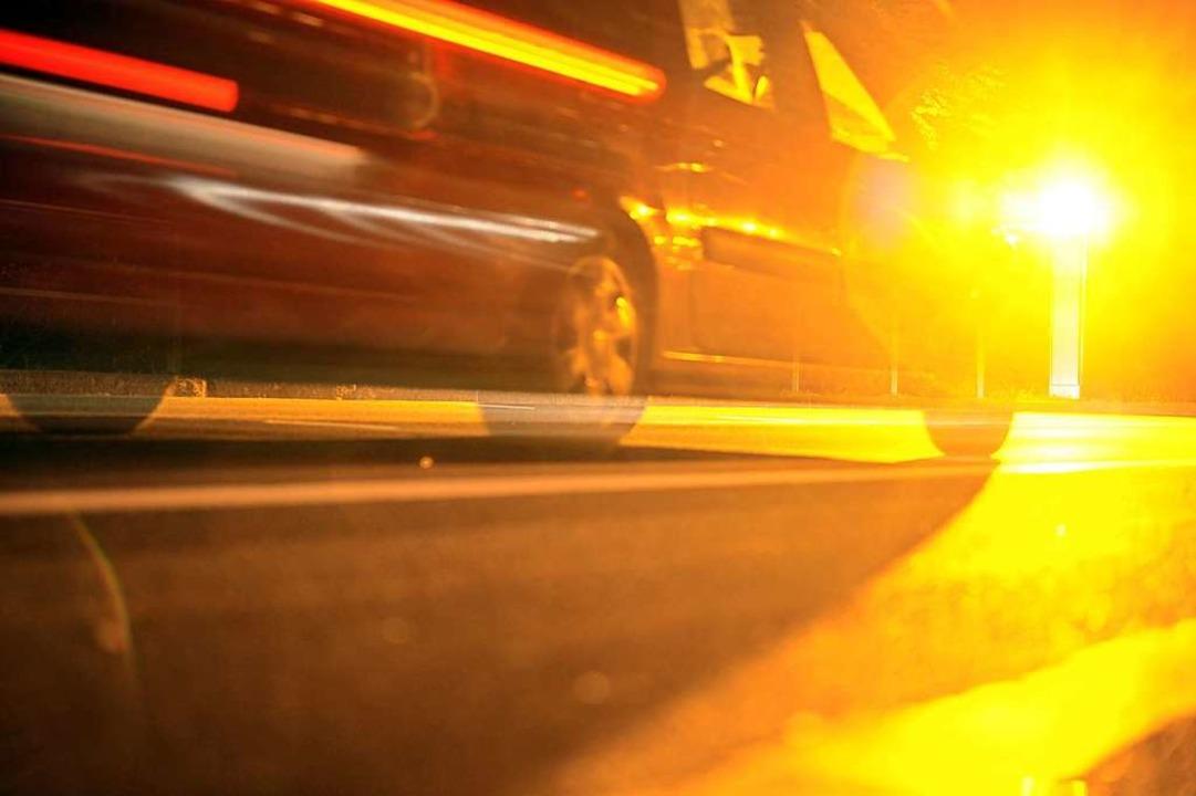 Die Polizei sucht einen Sportwagenfahr...steilnehmer gefährdet hat. Symbolbild.  | Foto: Patrick Seeger