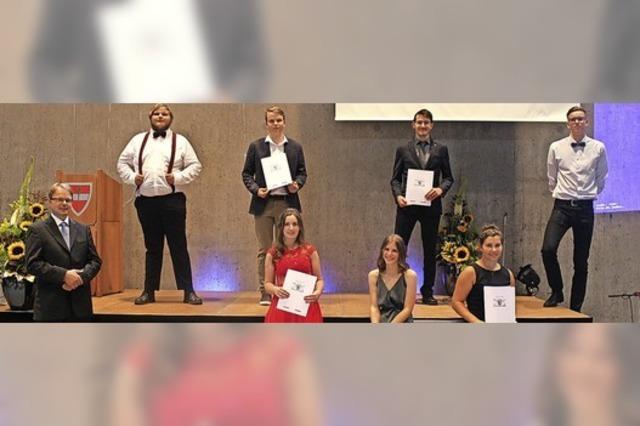 Alle 44 Prüflinge meistern das Abitur in Schönau
