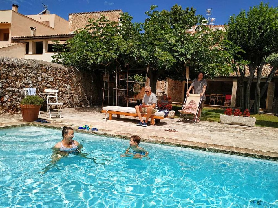 Familie Septinus in ihrem Ferienhaus in Caimari  | Foto: dahms