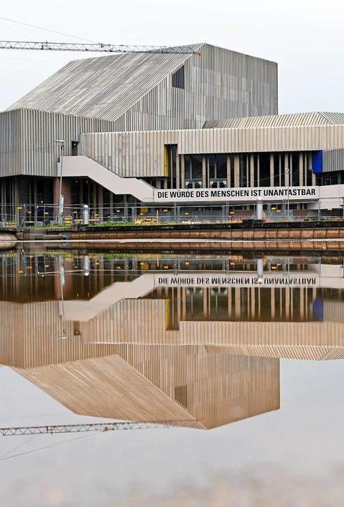 Das Badische Staatstheater soll ein echtes Schauspielhaus bekommen.  | Foto: Uli Deck (dpa)