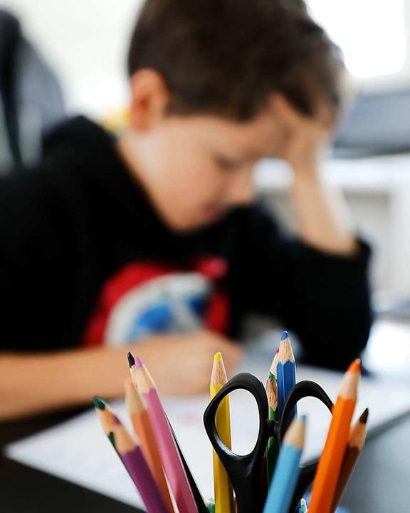 Mit Förderunterricht sollen  in den Sc...rien Lerndefizite ausgeglichen werden.  | Foto: Jörn Wolter / wolterfoto.de via www.imago-images.de