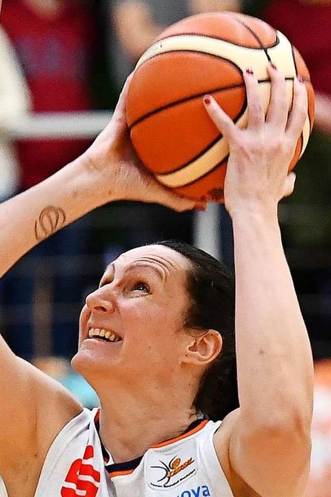 So kannte man USC-Spielerin Mirna Paunovic in der Bundesliga:  mit Zug zum Korb  | Foto: Achim Keller