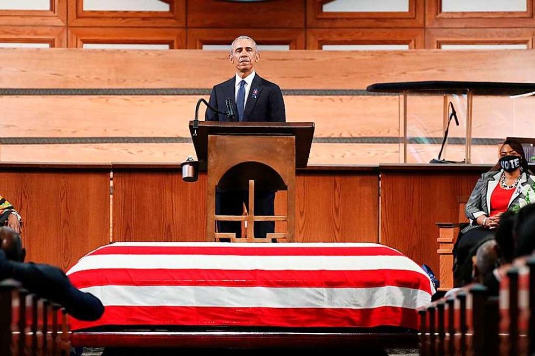 Ex-US-Präsident Barack Obama spricht am Sarg von John Lewis.  | Foto: ALYSSA POINTER (AFP)