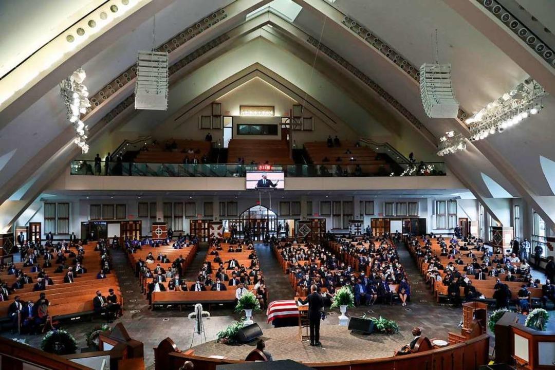 Bei der Beerdigung in Georgia galten Abstandsregeln.  | Foto: ALYSSA POINTER (AFP)