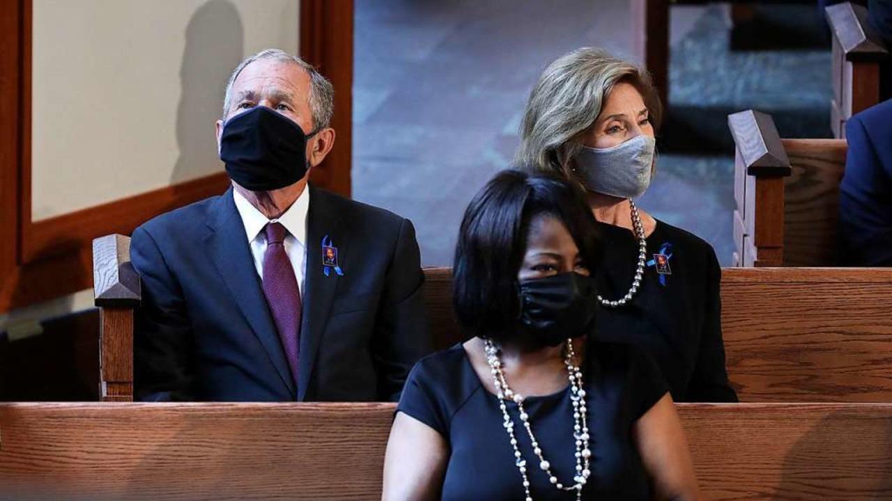 Ex-US-Präsident George W. Bush und seine Frau Laura.  | Foto: ALYSSA POINTER (AFP)