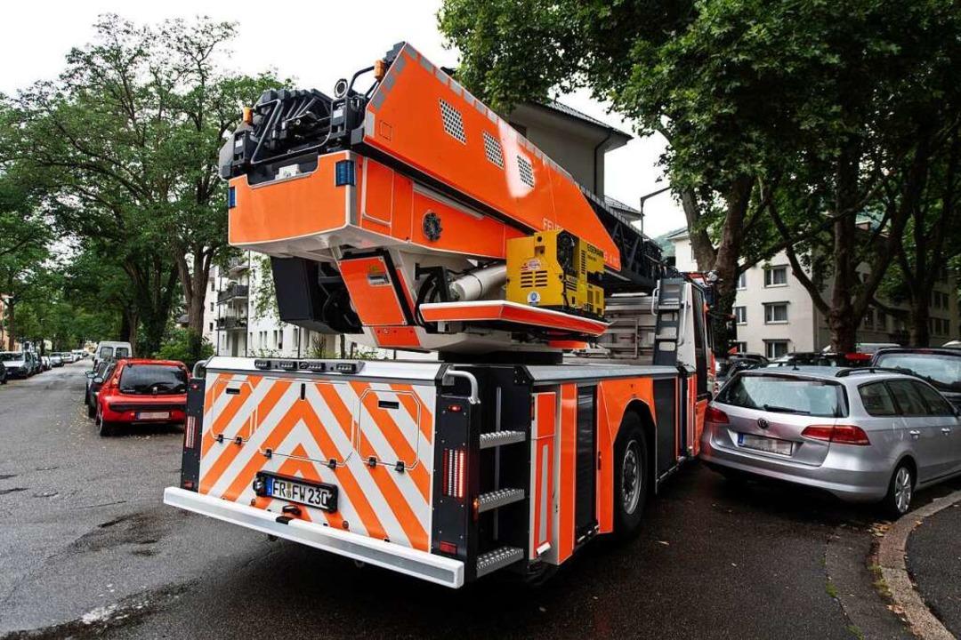 Bei der Drehleiter-Testfahrt ist  Millimeterarbeit gefordert.  | Foto: Patrick Seeger/Stadt Freiburg