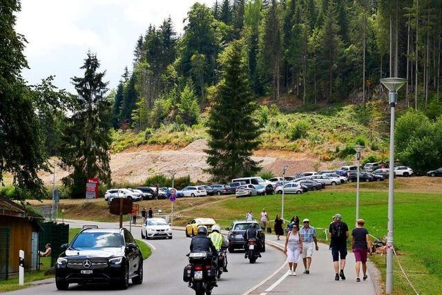 Zugeparkte Straßen: Polizei kündigt verstärkte Kontrollen an Badeseen im Hochschwarzwald an