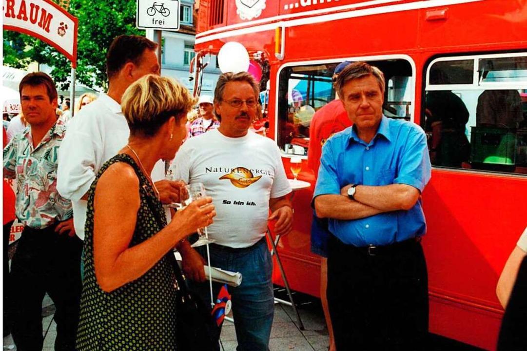 Wilfried Markus (mitte) mit dem damaligen Oberbürgermeister Eberhard Niethammer  | Foto: Wilfried Markus