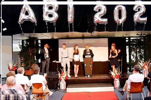 Abiturienten am Marie-Curie-Gymnasium in Kirchzarten feiern Abschluss