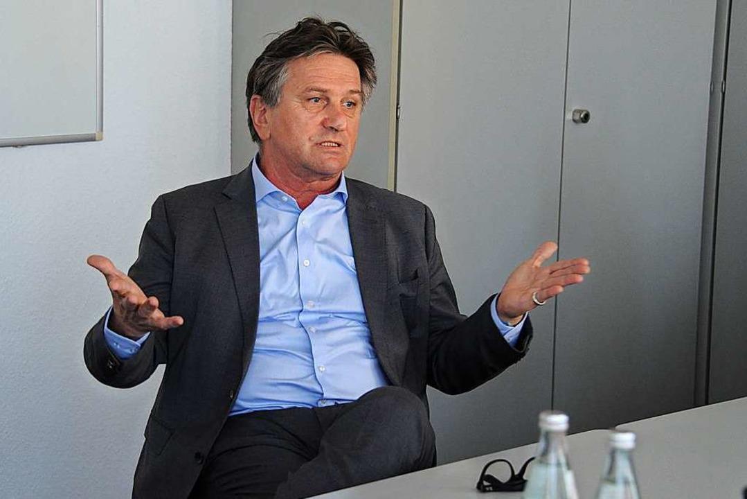 Auch mobile Teststationen an Raststätten hält Manfred Lucha für denkbar.  | Foto: Andrea Schiffner