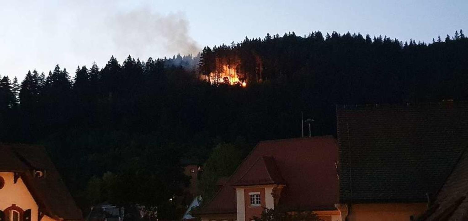 Das Feuer war auch vom Klosterplatz in Günterstal sehr gut zu sehen.  | Foto: Ute Nostadt