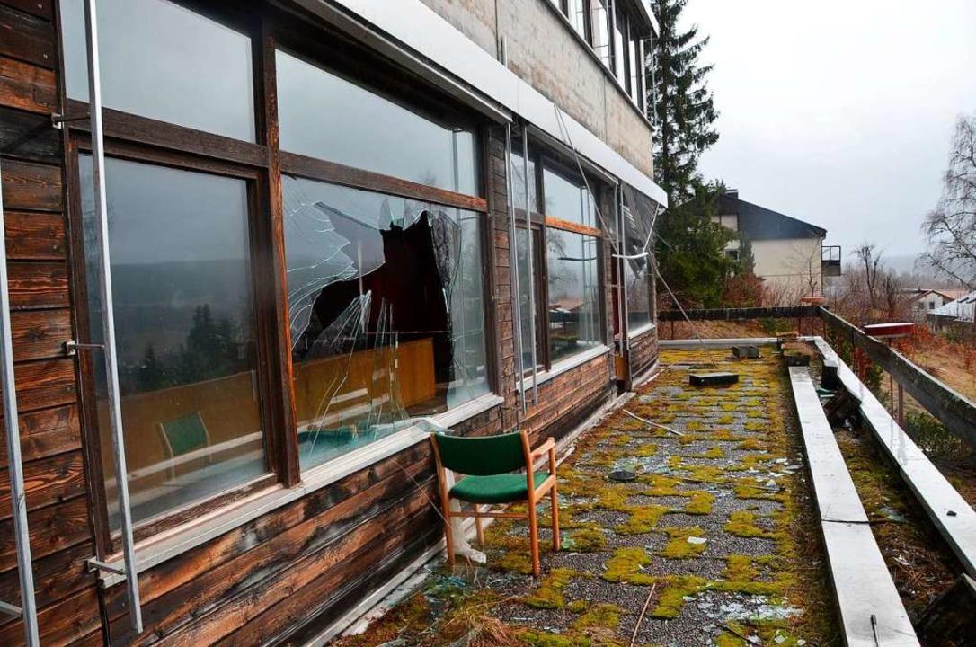 Eingeschlagene Fenster waren  während ...en Leerstands Zugang zu mancher Party.  | Foto: Ralf Morys