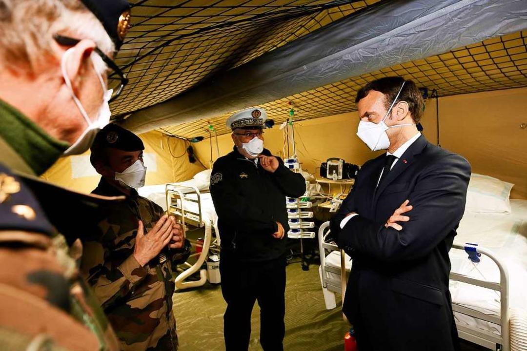 Präsident Macron im März zu Besuch in Mulhouse – mit Maske  | Foto: MATHIEU CUGNOT (AFP)