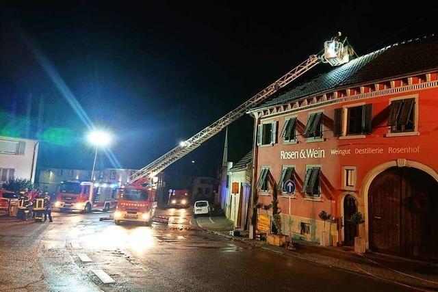 Blitz sprengt Schornstein in Bahlingen