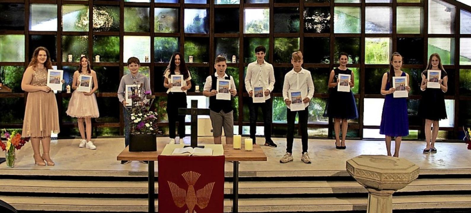 Ohne Maske, aber mit Abstand: In der M...r-Kirche wurde Konfirmation gefeiert.   | Foto: Privat