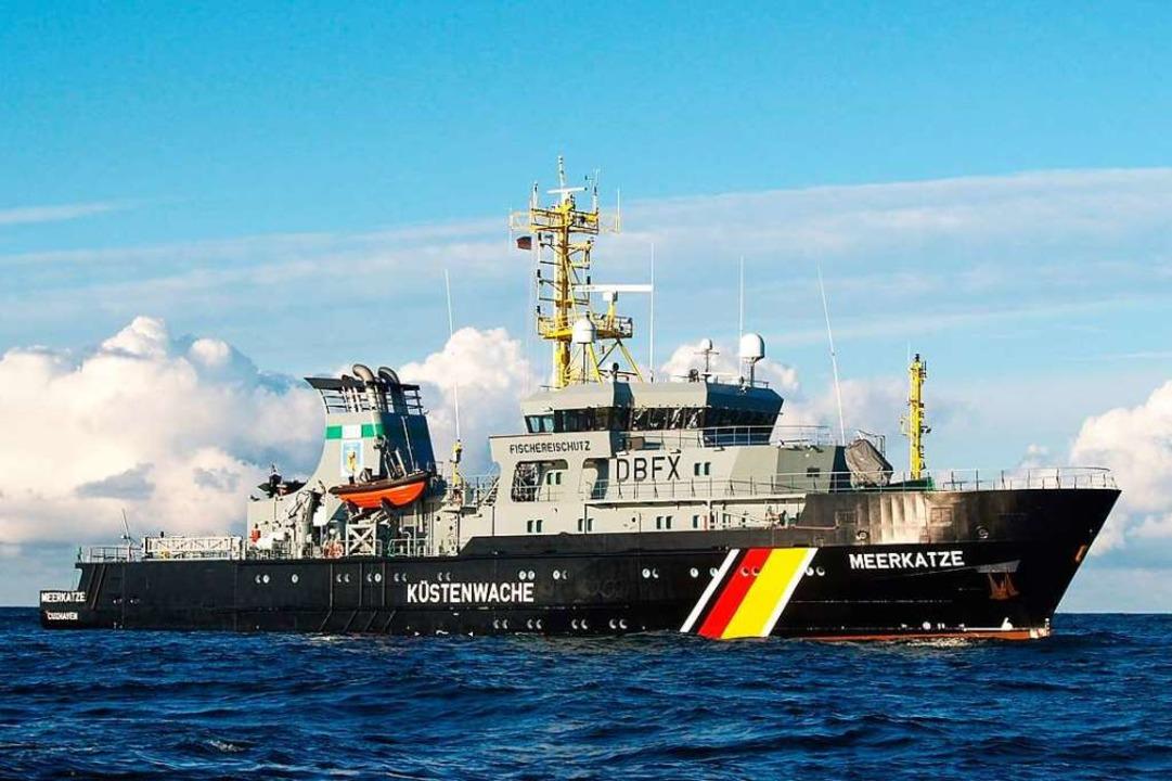 Im Dienst des Naturschutzes: Die Besat... die Papiere der Fischerboote auf See.  | Foto: Bundesanstalt für Landwirtschaft und Ernährung