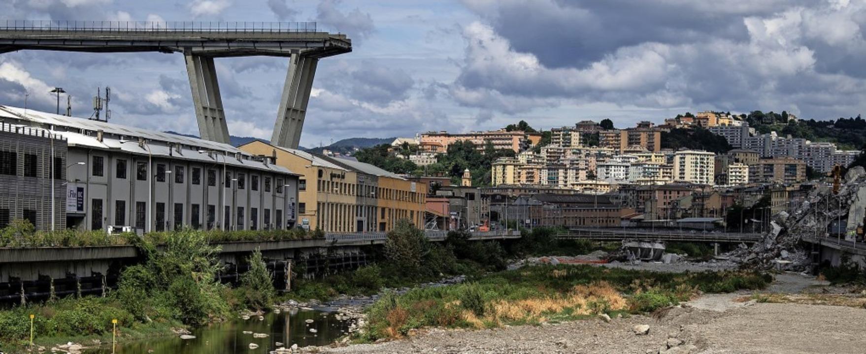 Die Morandi-Brücke, aufgenommen gut zw...n nach dem Einsturz am 14. August 2018    Foto: MARCO BERTORELLO