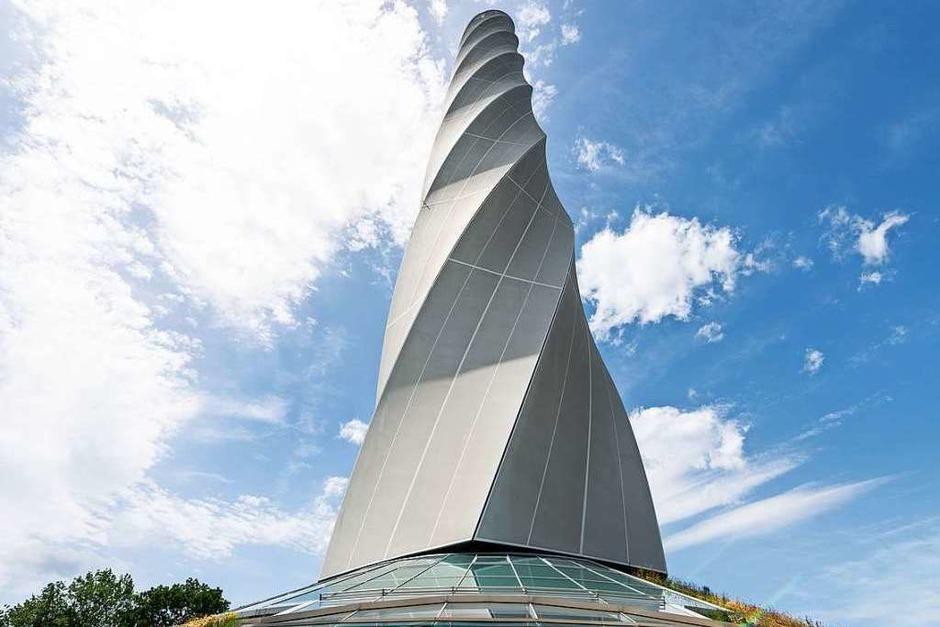 Seit der Eröffnung des Turms 2017 haben viele Menschen oben auf der Plattform die herrliche Aussicht auf Schwäbische Alb, Schwarzwald und die Alpen genossen. (Foto: Silas Stein (dpa))