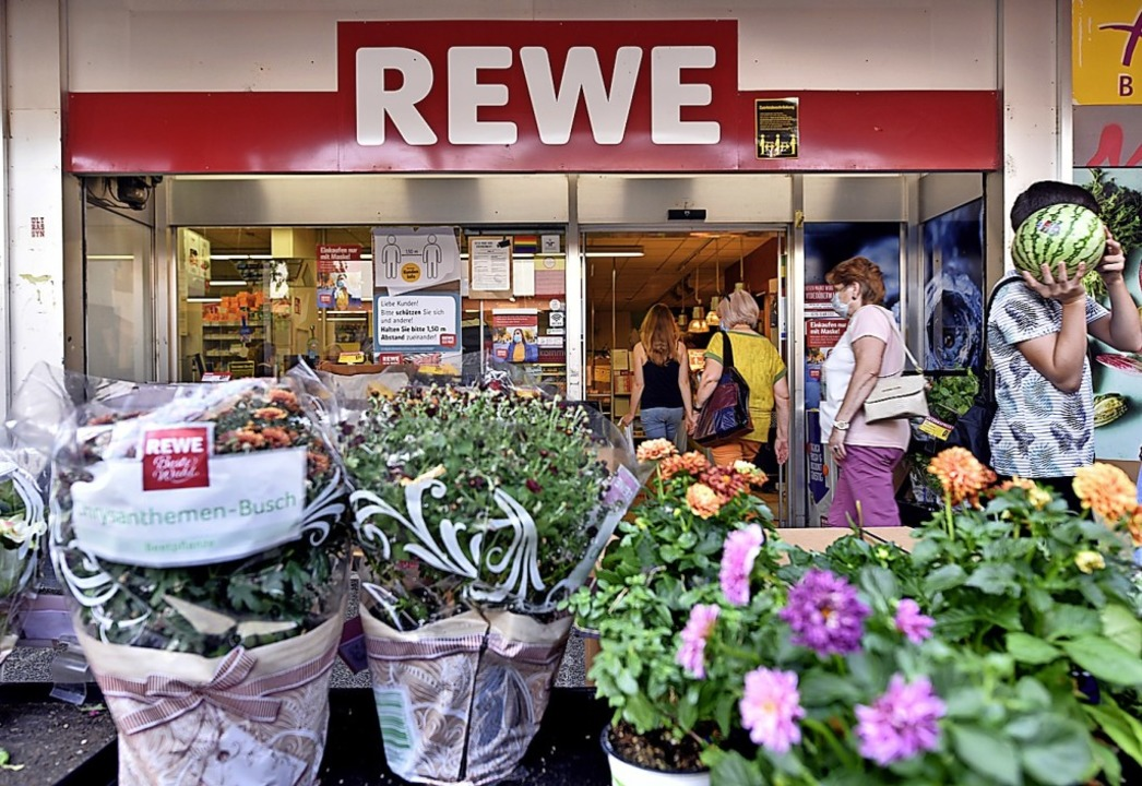 Der Rewe-Supermarkt ist noch geöffnet.    Foto: Thomas Kunz