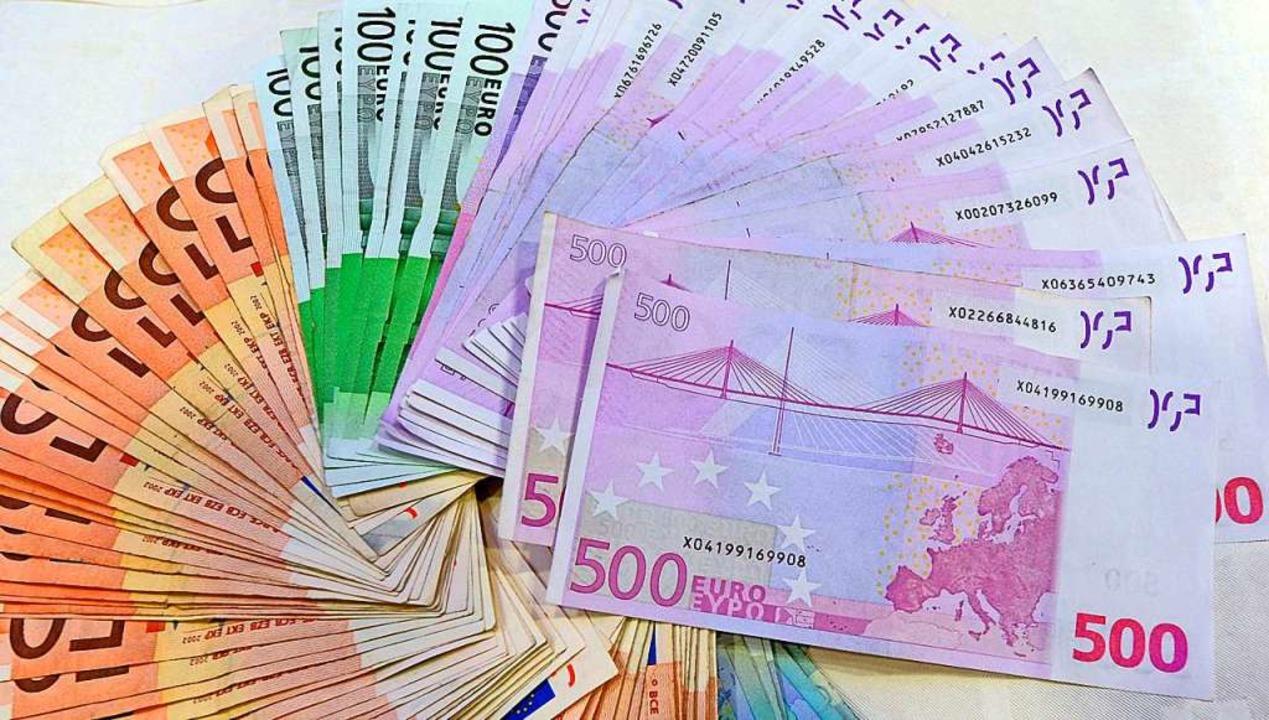 Im Fußball wird viel Geld verdient. Zu viel?    Foto: Frank Leonhardt