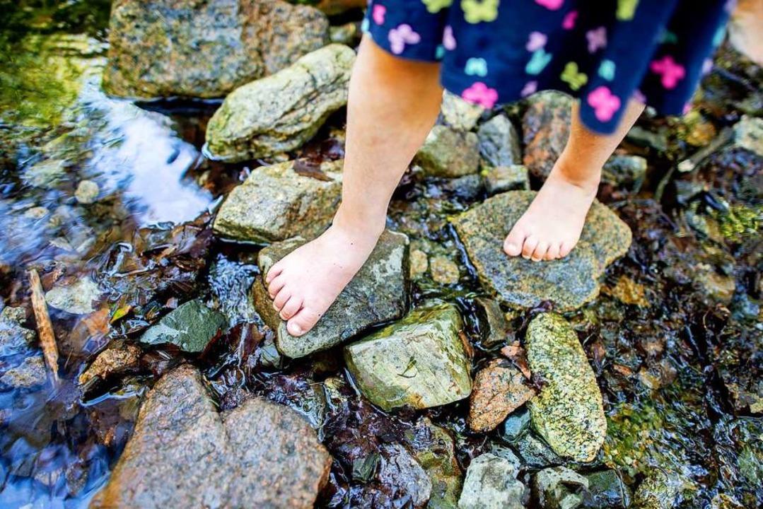 Durch das Spielen an der frischen Luft...mmunsystem der Kinder gestärkt werden.  | Foto: Hauke-Christian Dittrich (dpa)