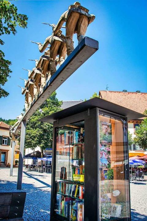 Seit fünf Jahren gehört der Bücherschrank  zum  Stadtbild.    Foto: Paul Eischet