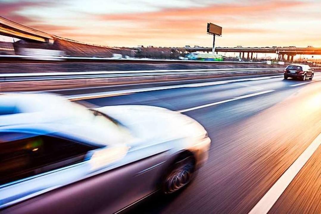 Zu einem illegalen Autorennen soll es ...auf der A5 gekommen sein (Symbolfoto).  | Foto: 06photo - Fotolia