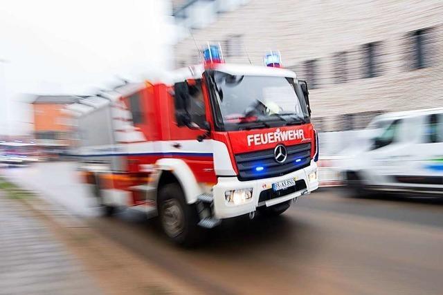 Altkleidercontainer beim Jogi-Löw-Stadion in Schönau wurde in Brand gesteckt