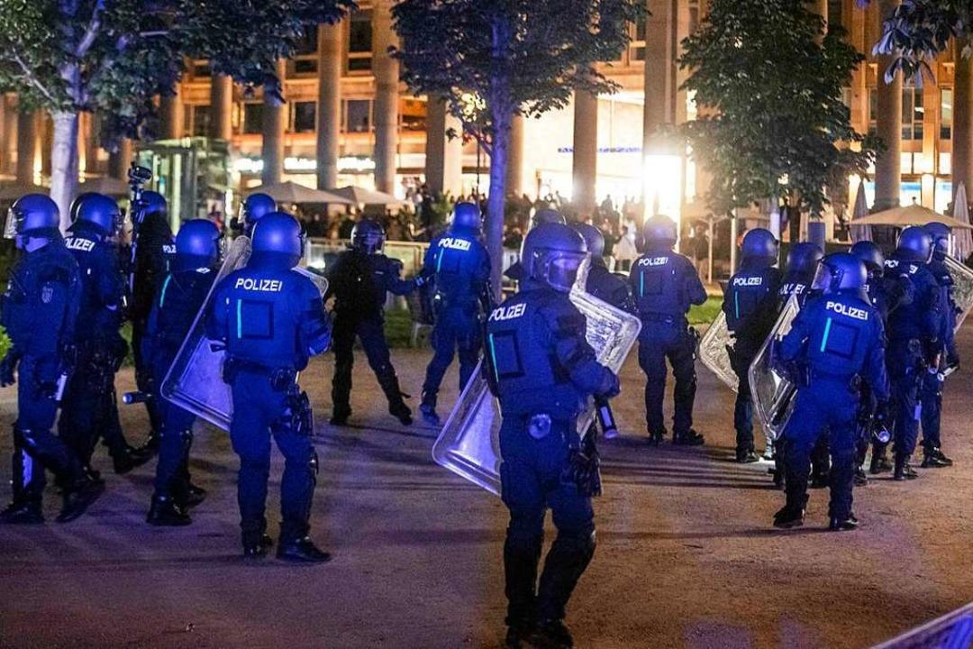 Polizeieinsatz gegen Randalierer in Stuttgart (Archivbild vom 21. Juni)  | Foto: Simon Adomat (dpa)