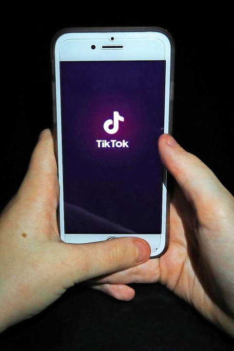 Logo der Tiktok-App auf einem Smartphone-Screen.    Foto: Peter Byrne (dpa)