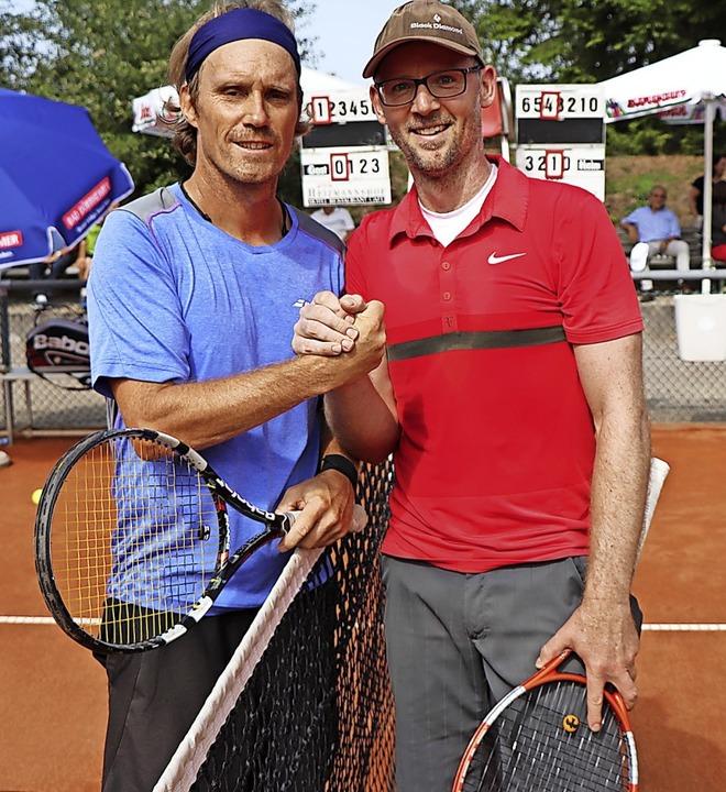 Überraschung: Andreas Hofmeier (Neusta...Mitterhofer (links),  in zwei Sätzen.     Foto: Dieter Maurer