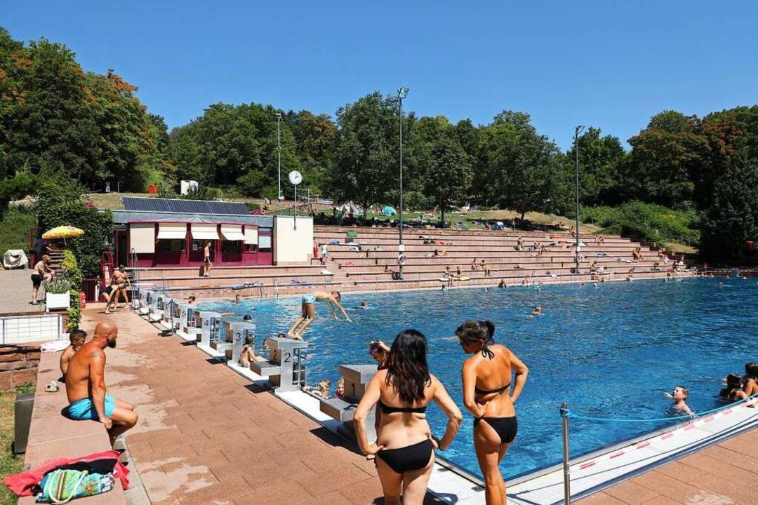 Hier ist noch genügend Platz am Schwim...#8211; an anderen Tagen war es voller.    Foto: Christoph Breithaupt