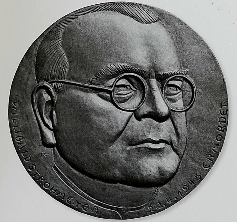 Franz Gutmann Medaille von Dekan Strohmeyer und der Titel des Bandes  | Foto: Hans-Peter Müller