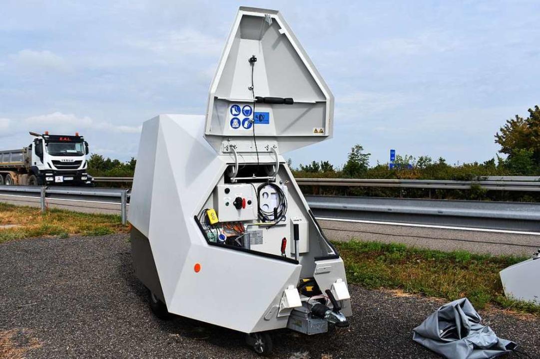 Einem Raumschiff aus einem Science-Fic...cht der neue Messanhänger der Polizei.  | Foto: Stefan Mertlik
