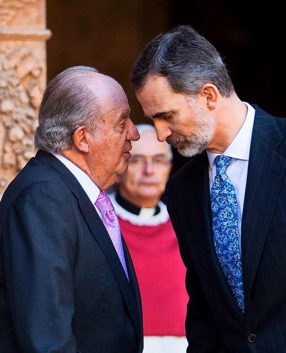 Juan Carlos mit seinem Sohn Felipe, de...achfolger auf dem spanischen Thron ist  | Foto: JAIME REINA (AFP)