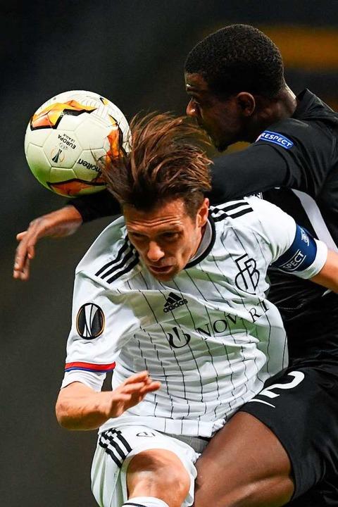 Europäisch am Ball bleiben: Der FC Bas...ann das Hinspiel in Frankfurt mit 3:0.  | Foto: Arne Dedert