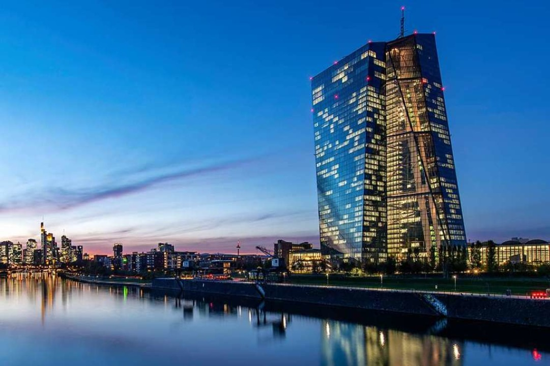 Blick auf die Verwaltung  der Europäischen Zentralbank am Main  | Foto: Boris Roessler