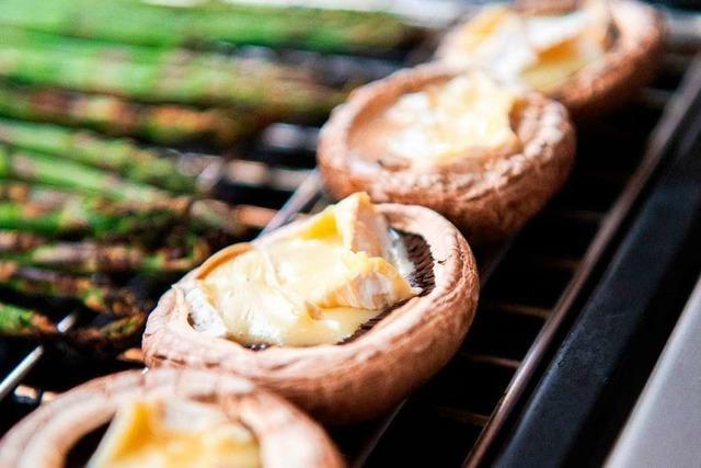 Fleischloses Grillen mit Resten – zum Beispiel Käse im Champignon